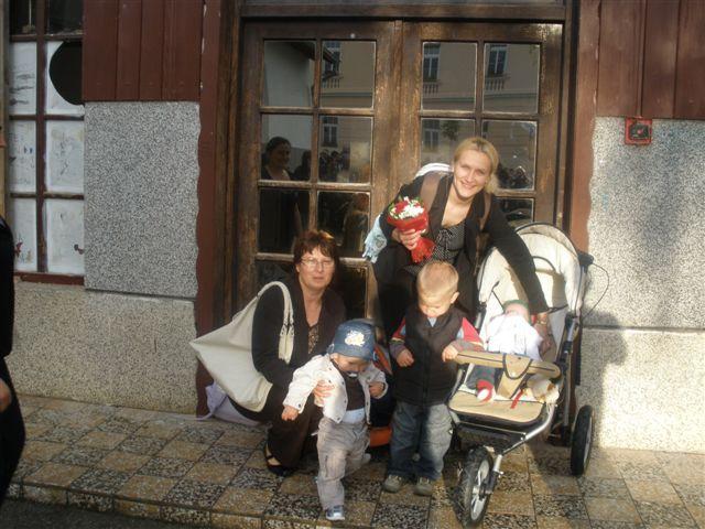 Gledate sliku iz ?lanka: Dodjela darova za novoro�en�ad